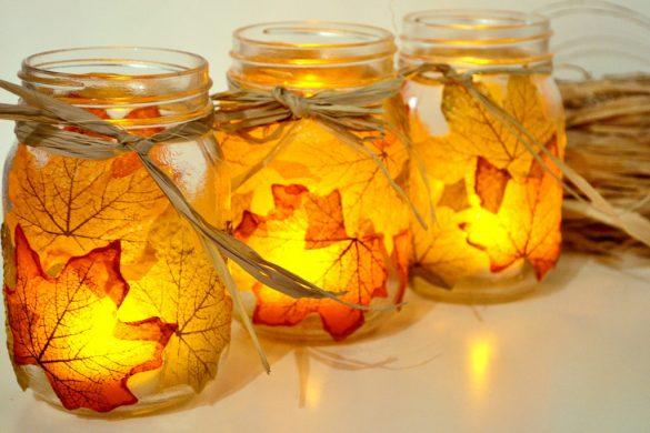 Jesienny świecznik z liści i słoika