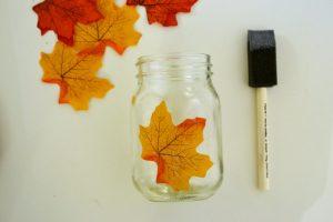 jesienny swiecznik z lisci i sloika 2