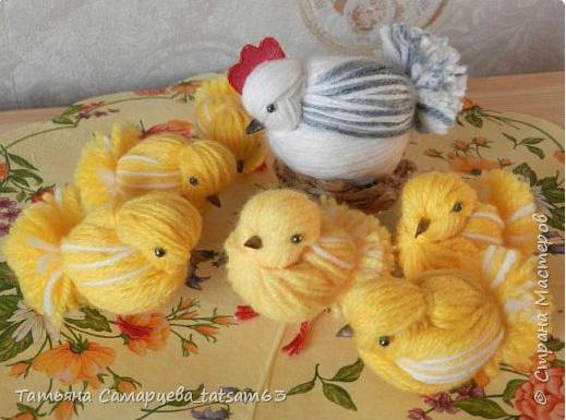 Wielkanocne kurczaki z wełny